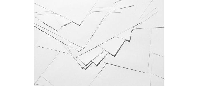 Jakie zastosowanie ma papier syntetyczny i co odróżnia go od papieru z włókien naturalnych?